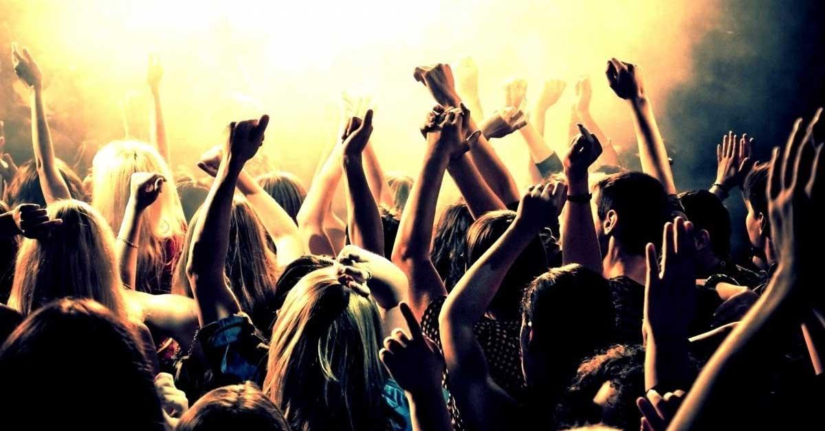 5 Pantangan Saat Clubbing