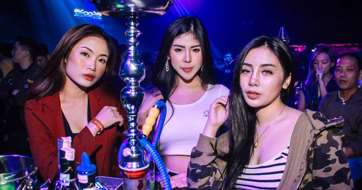 Perempuan Klub Malam yang seksi