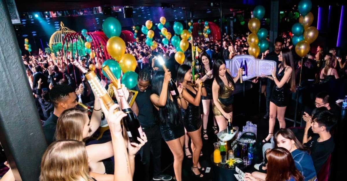Bersenang-Senang Bersama Wanita Malam Di Bar
