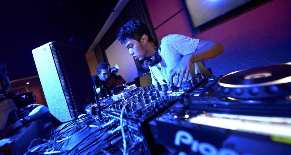 5 DJ Terbaik Di Indonesia Yang Paling Keren