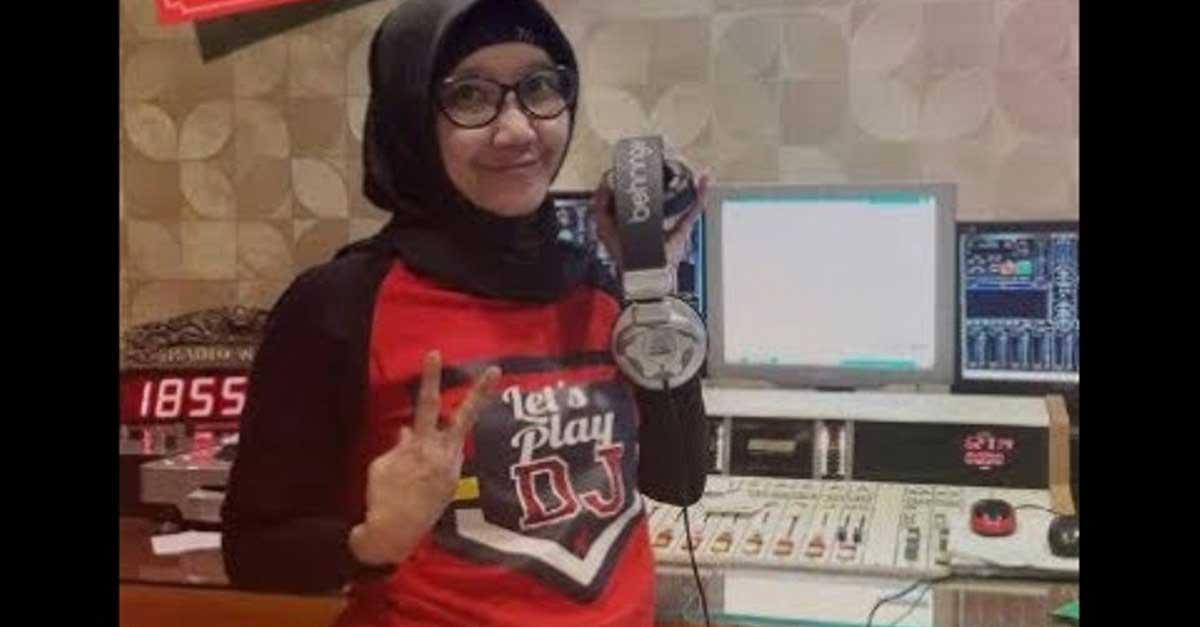 DJ Nana Wijaya Tampil Beda Dengan Gaya Hijabers