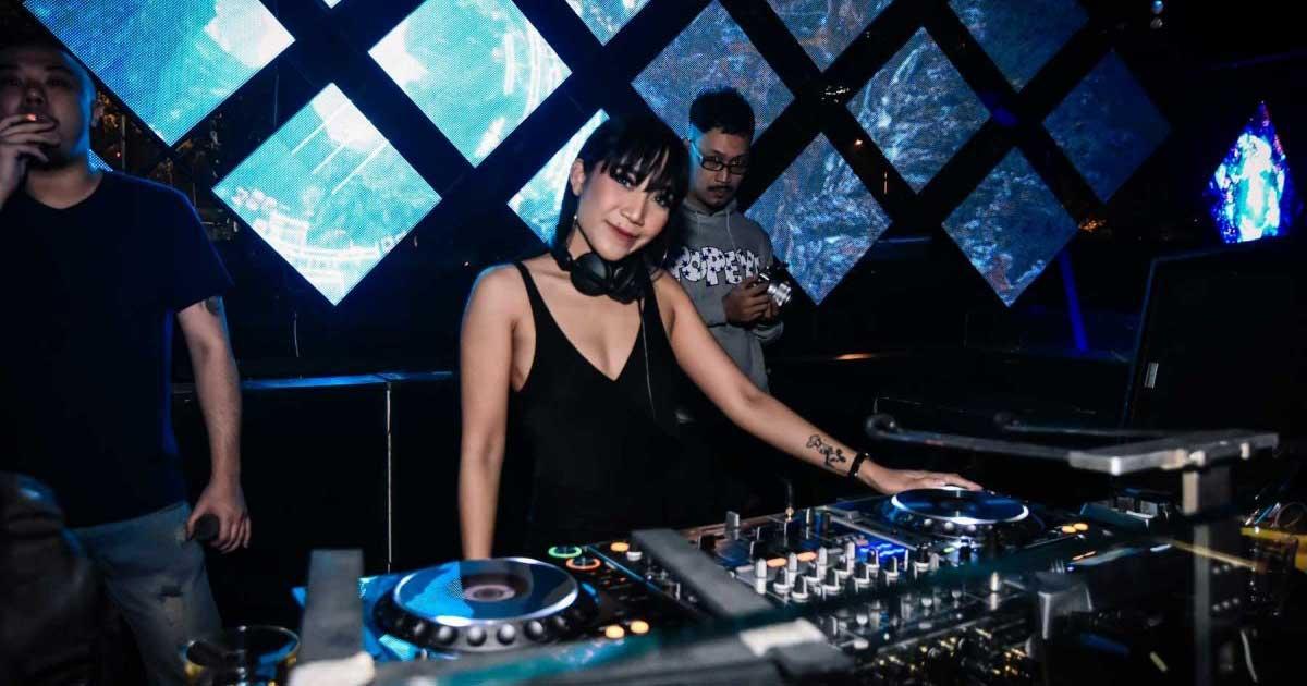 DJ Ay Claudia rajin trading di saat pandemi Virus Corona atau COVID-19 melanda