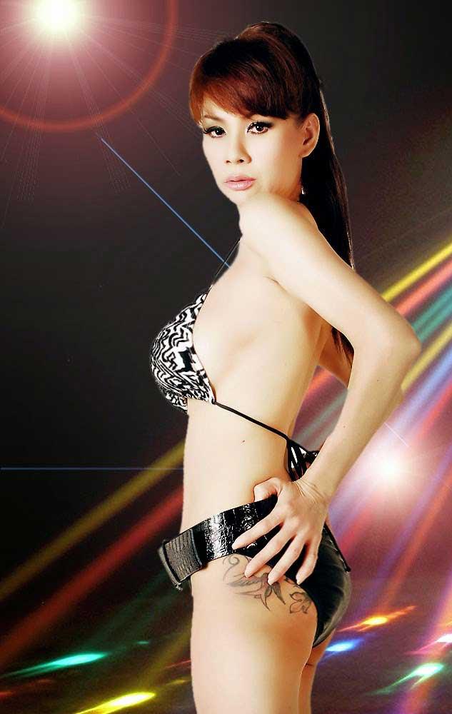 DJ Victoria Tjong Selalu Tampil Seksi Di Depan Fans