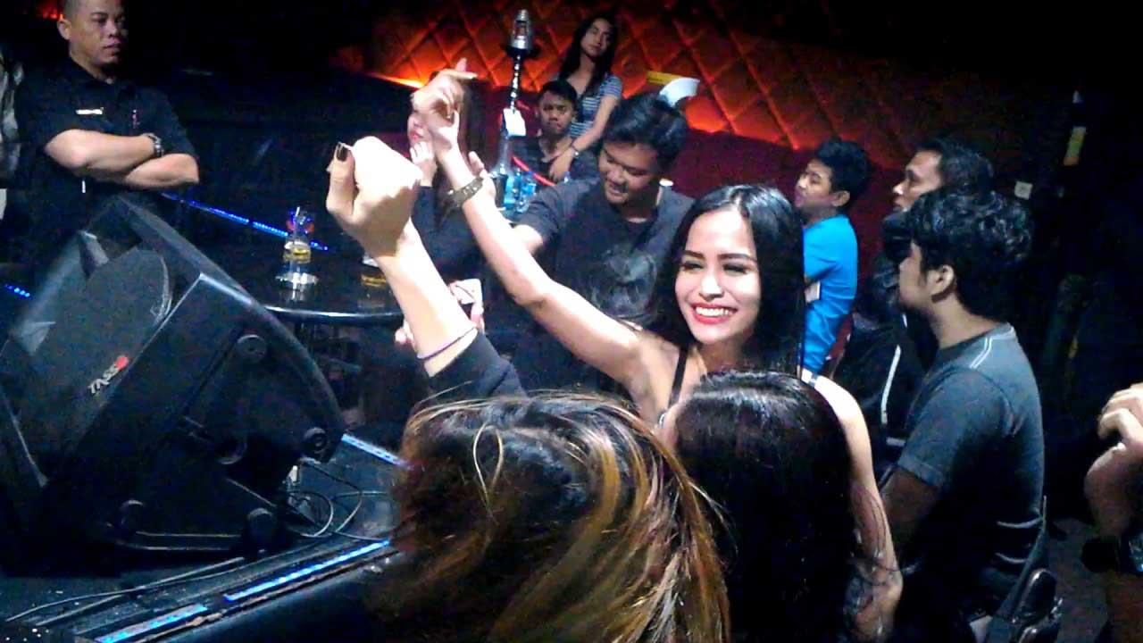 Gemerlap Malam Di Hotel Fashion Lounge Flirt Bar & Lounge - Gunung Sahari