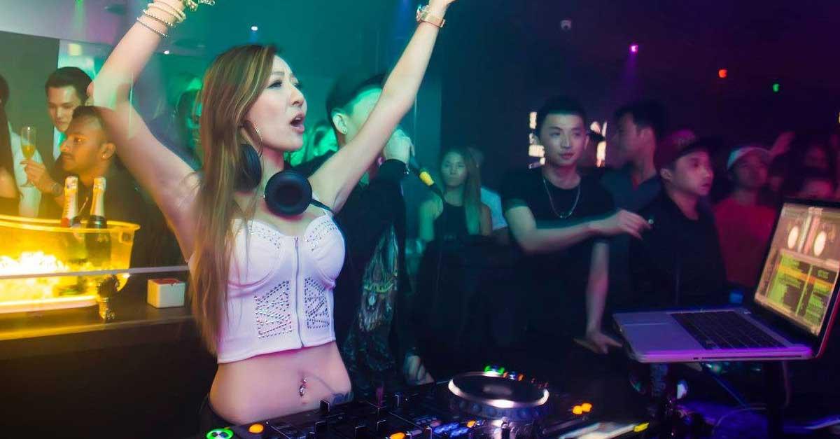 Meminta Nomor Kontak Wanita Clubbing