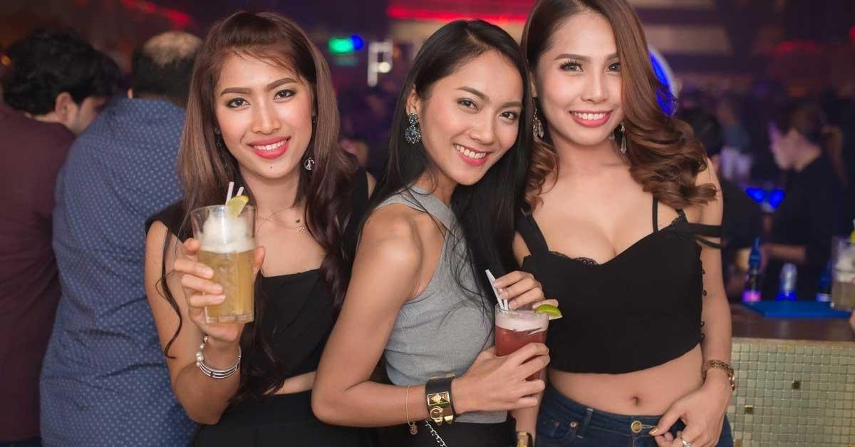 Pesona Wanita Berbaju Seksi Di Night Club