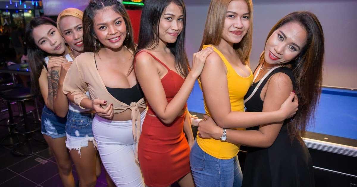 Saling Bertatap Mata Dengan Wanita Di Club Malam