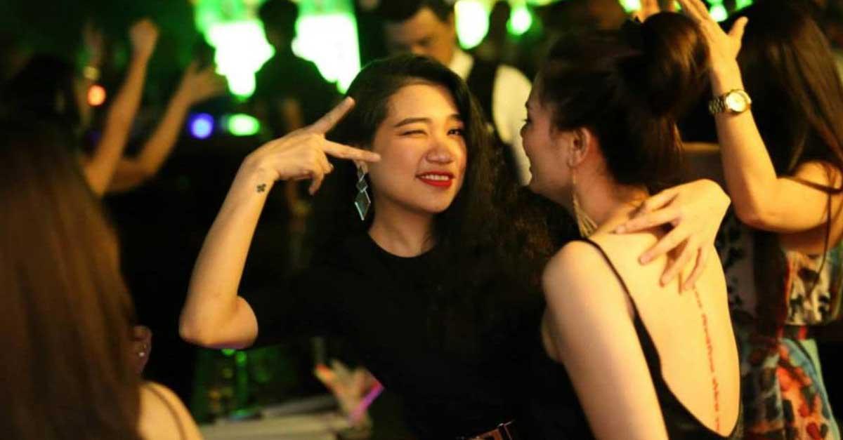 Sosok Bartender Cantik Di Dunia Malam