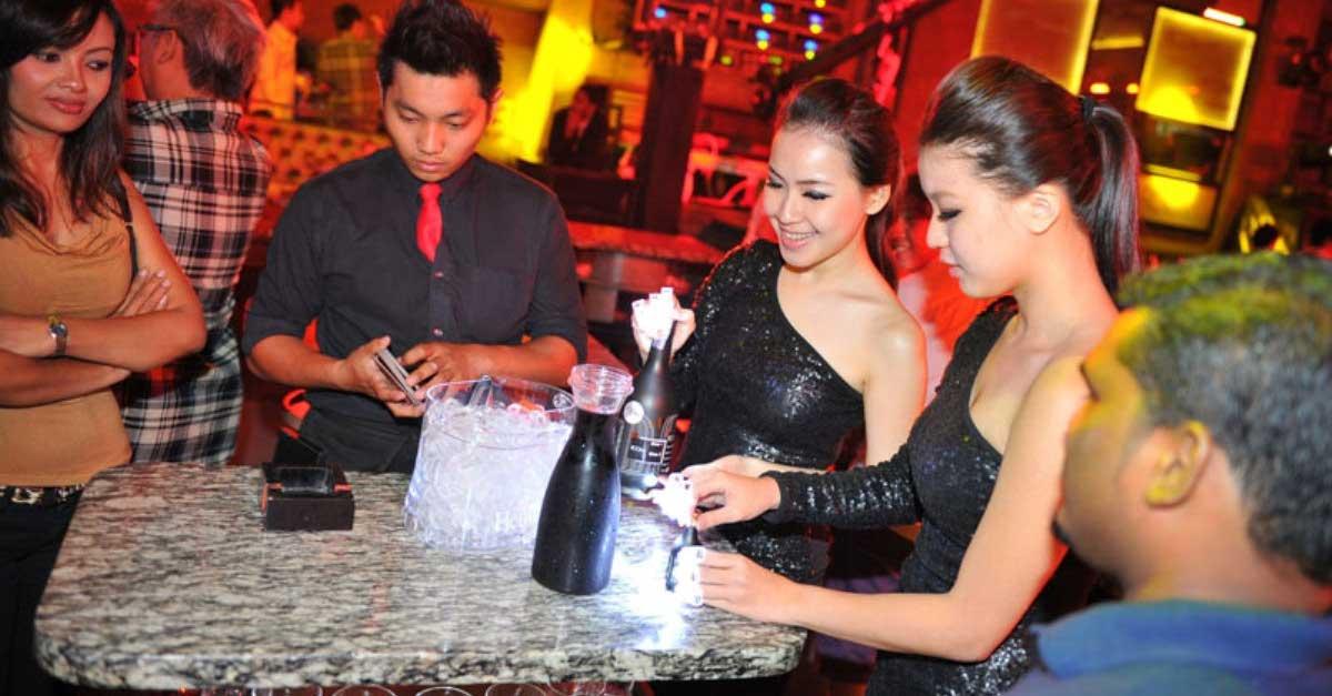 Tips Hemat Saat Berkencan Di Club Malam