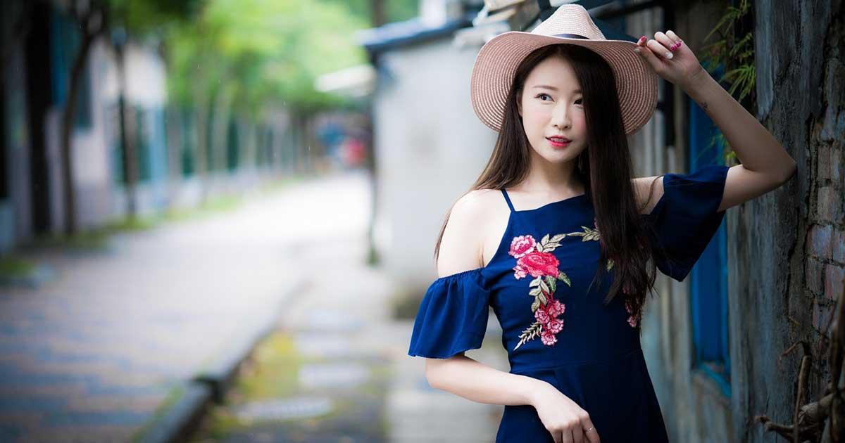 Wanita cantik yang ditemukan di aplikasi kencan online Paktor