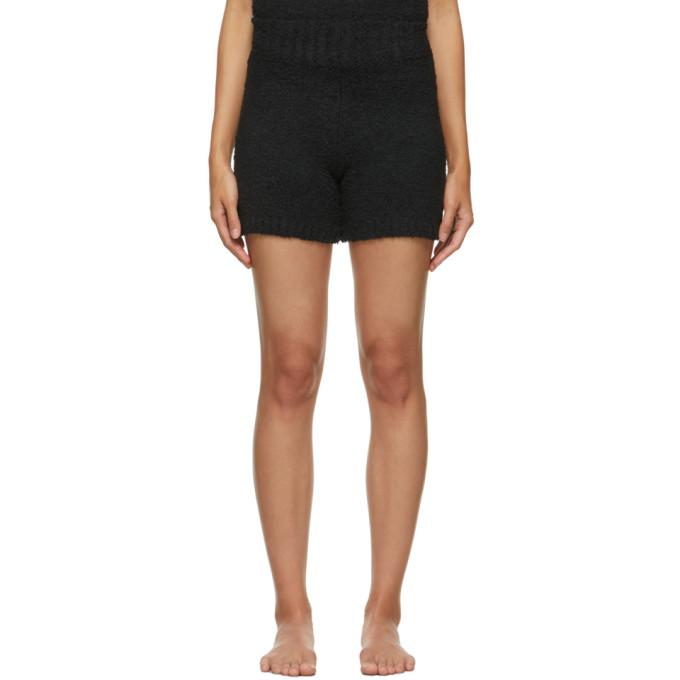 Skims Cozy Knit Bouclé Shorts In Onyx
