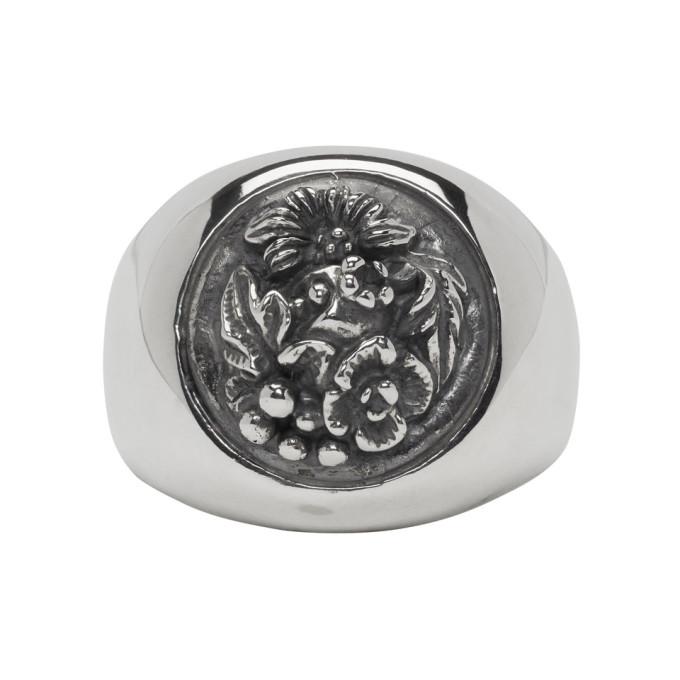 Image of Ugo Cacciatori Silver Button Foliage Chevalier Ring
