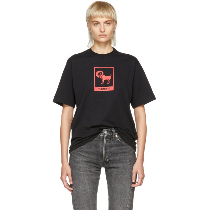 VETEMENTS Horoscope T-Shirt in Black/ Aries