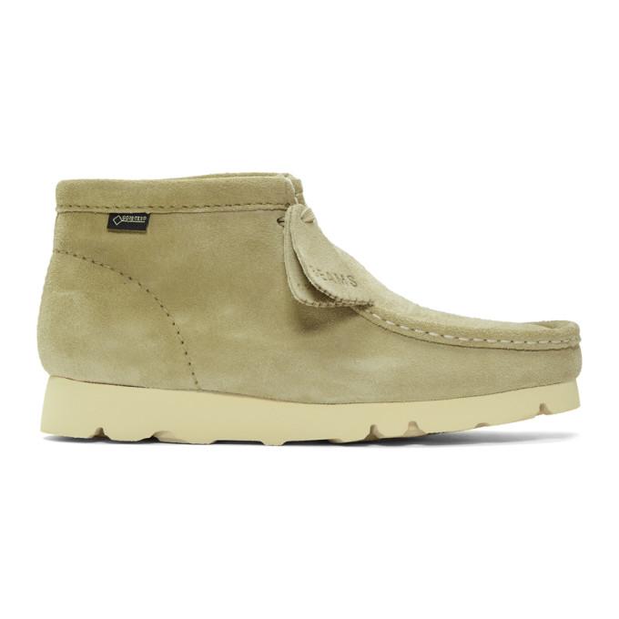 CLARKS ORIGINALS Beige Beams Edition Suede Wallabee Gtx Boots in Maple Suede