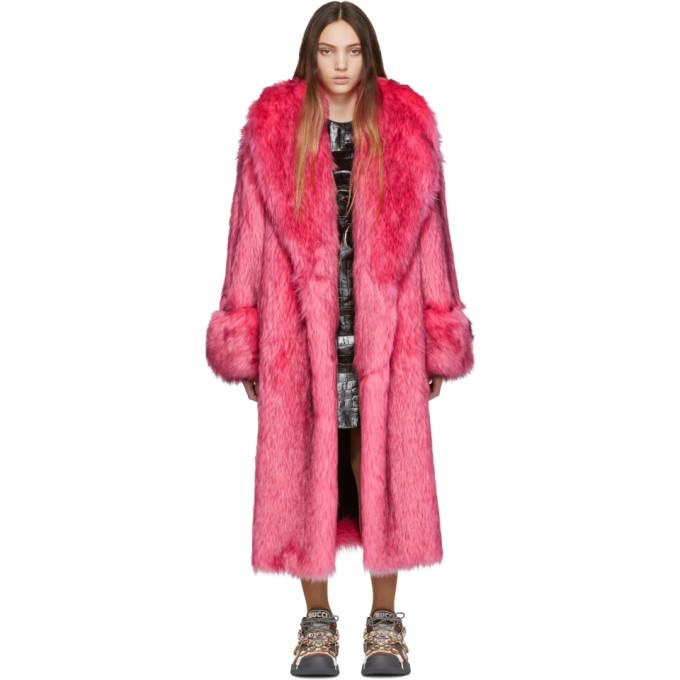 Gucci ピンク フェイクファー オーバーサイズ コート