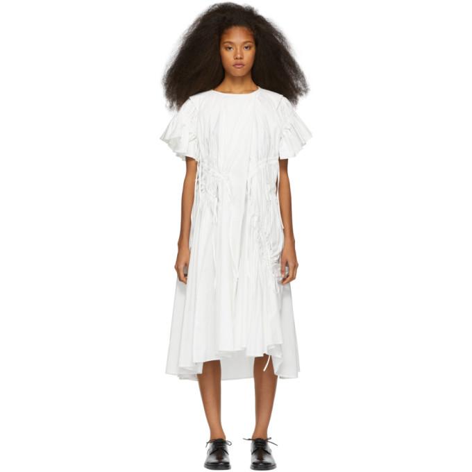 Chika Kisada Robe a fronces blanche