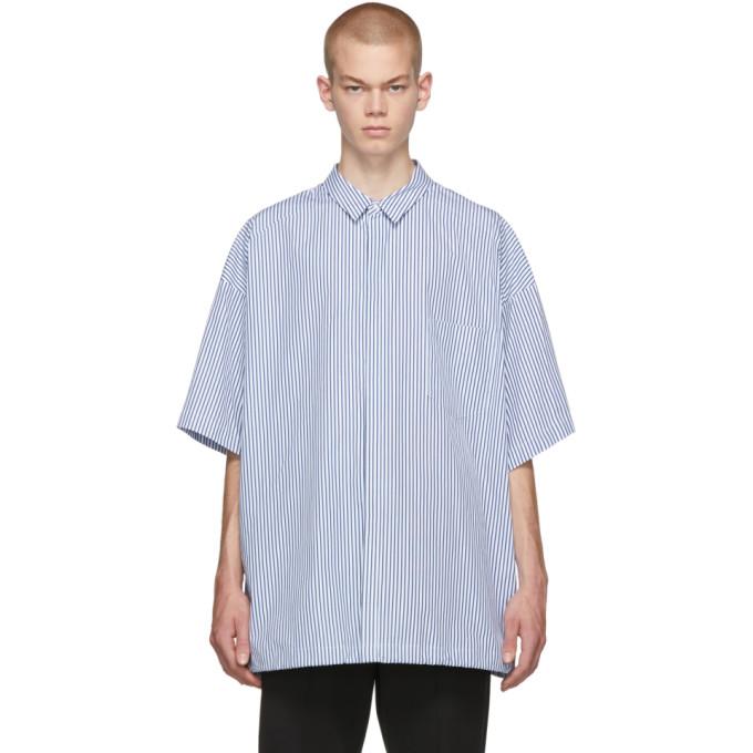 Juun.J Chemise a manches courtes et rayures fines bleu marine et blanche