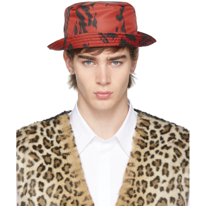 Neil Barrett Chapeau rouge et noir Caotic Pierced