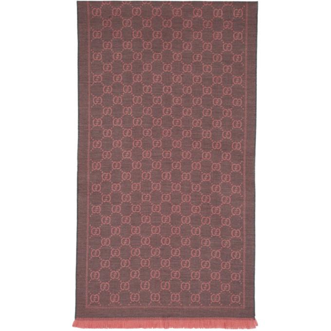 Gucci Foulard en maille jacquard de laine gris et rose GG
