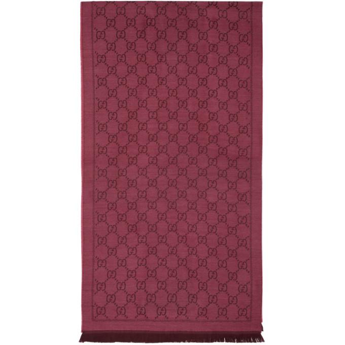 Gucci Foulard en maille jacquard de laine rose et rouge GG