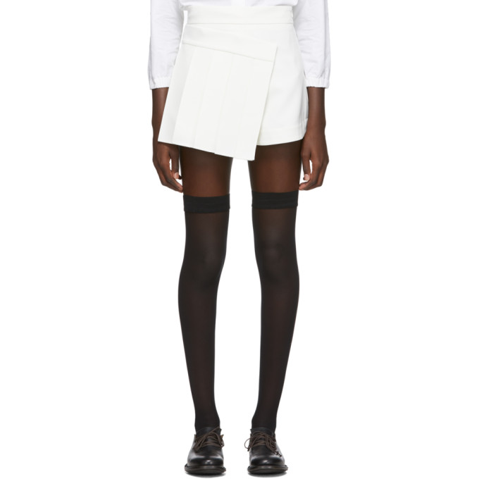 Shushu/Tong Jupe-short plissee blanche exclusive a SSENSE