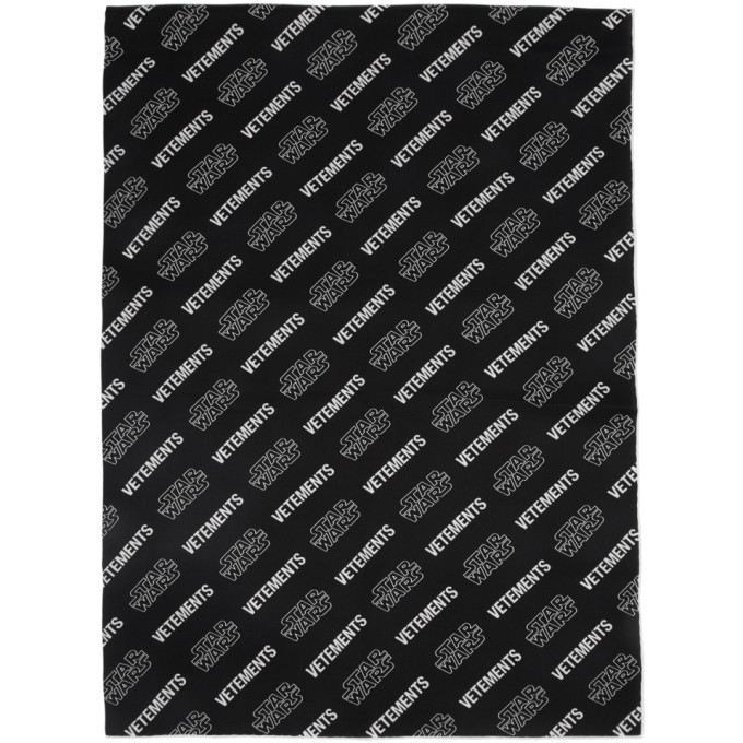 VETEMENTS Foulard noir et blanc All-Over Logo edition STAR WARS