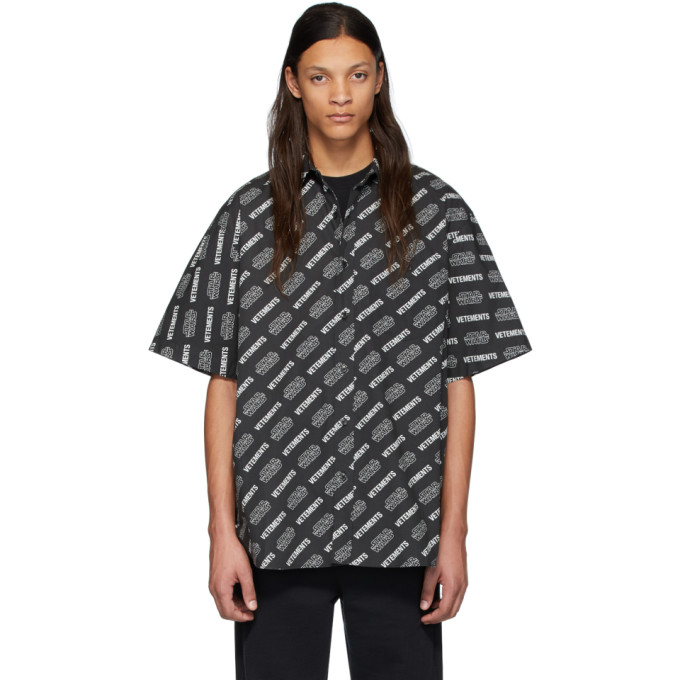 VETEMENTS Chemise a manches courtes noire All Over Logo edition STAR WARS