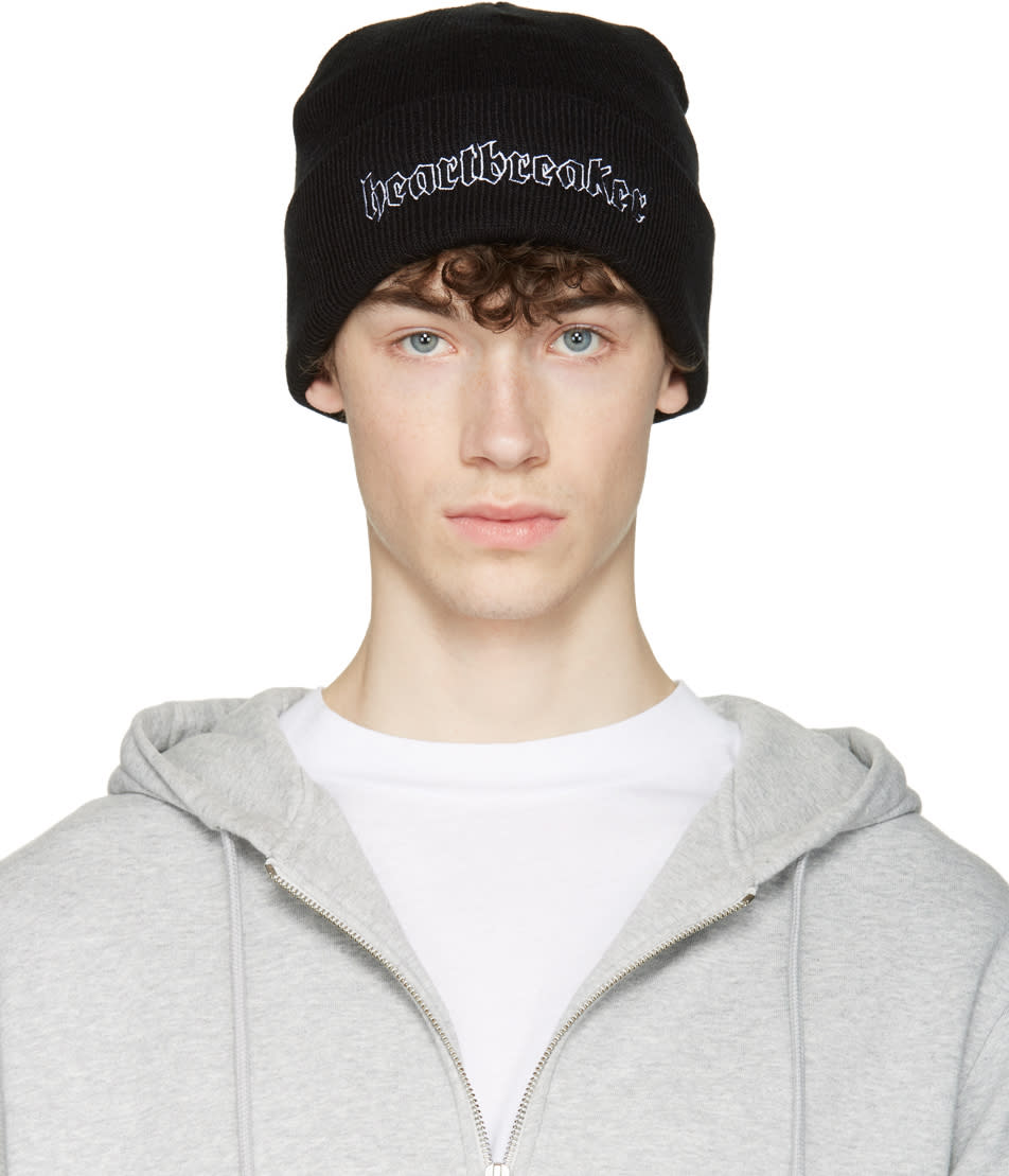 Nasaseasons Black heartbreaker Beanie