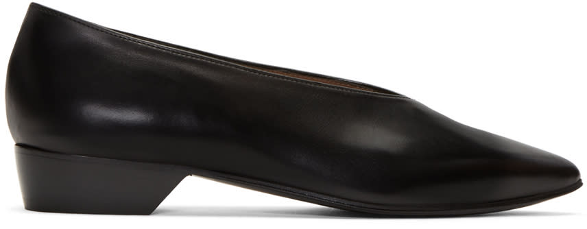 Alumnae Black V-neck Pumps