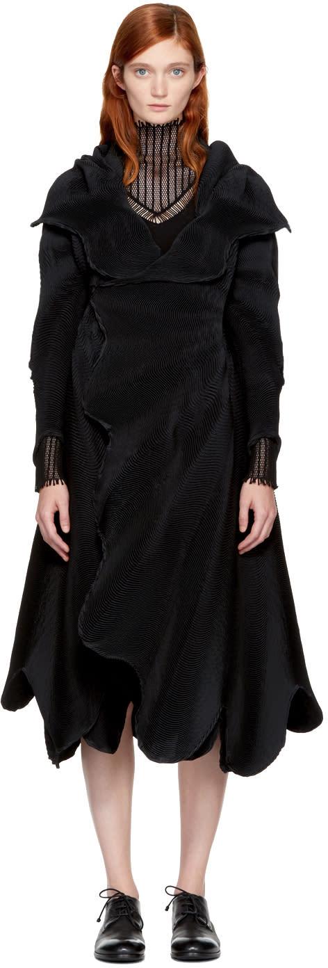 Image of Issey Miyake Black Auroras 2 Wavy Coat