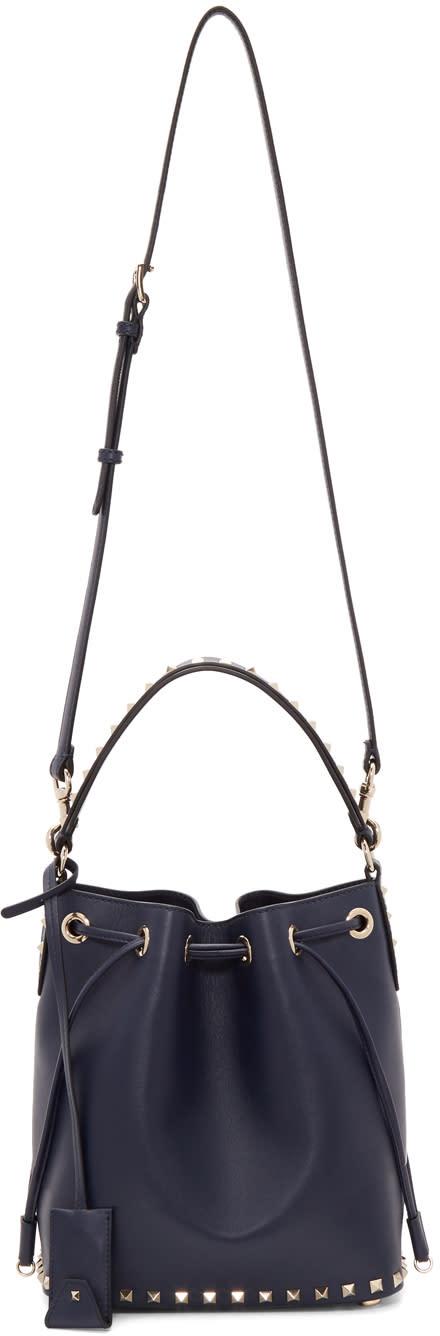 f873070d7d6ee Valentino Navy Valentino Garavani Medium Rockstud Bucket Bag