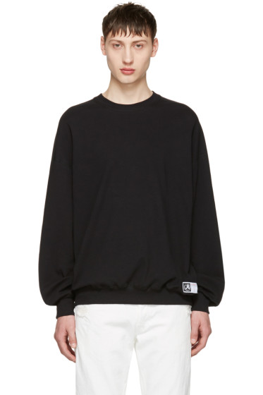 Richardson - Black Simple Sweatshirt