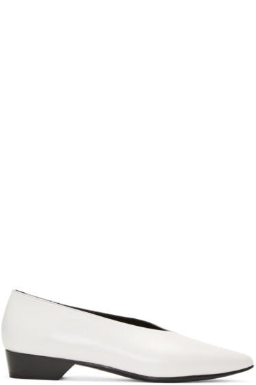Alumnae - White V-Neck Pumps