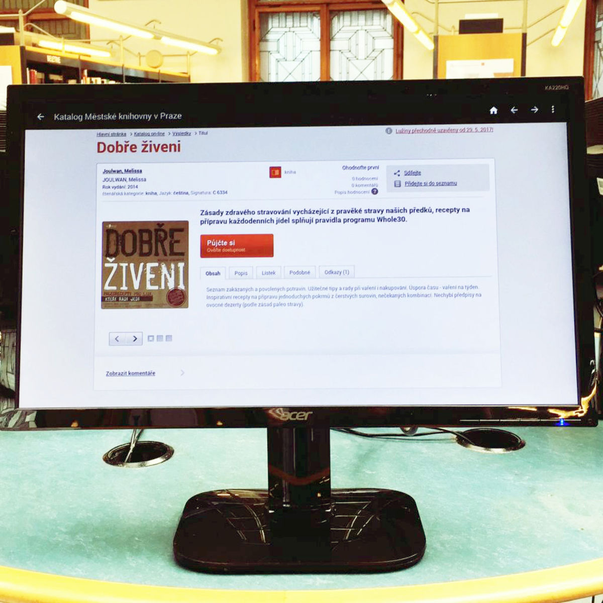 image of the cookbook Well Fed in Czech on a desktop computer screen
