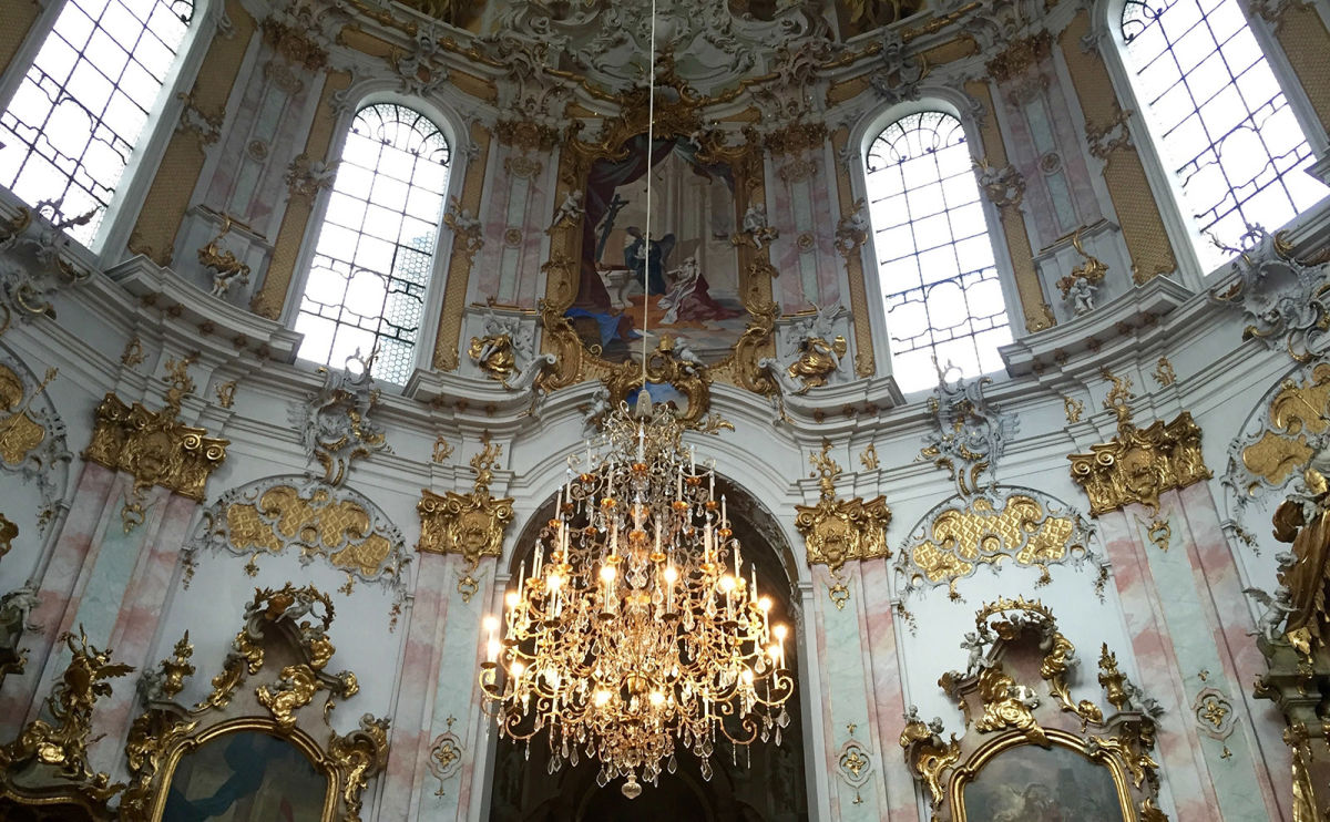 Ettal Abbey, Book Dedications, Dining Cars, Literary Bucharest & More: Endnotes 09 April