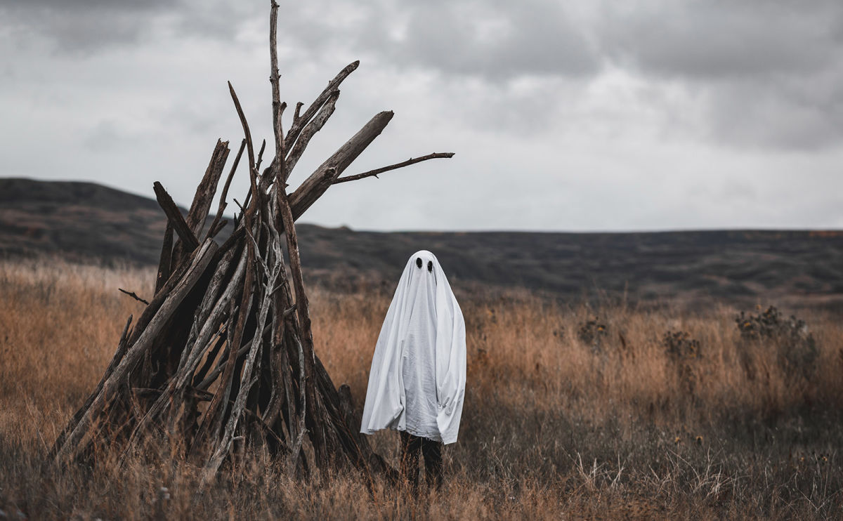 40+ Halloween Reads That Will Transport You to Scarytown This Spooky Season