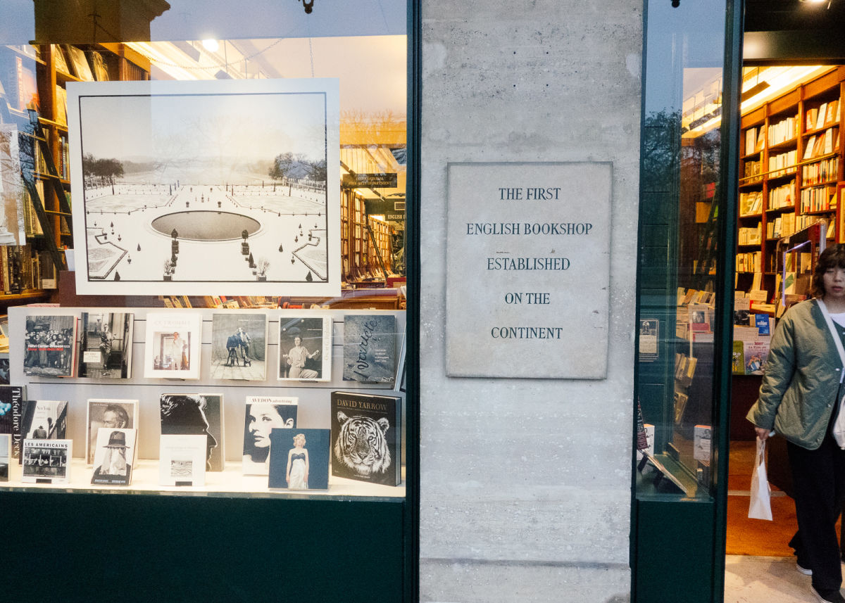 plaque stating the shop is the first english-language bookshop in europe