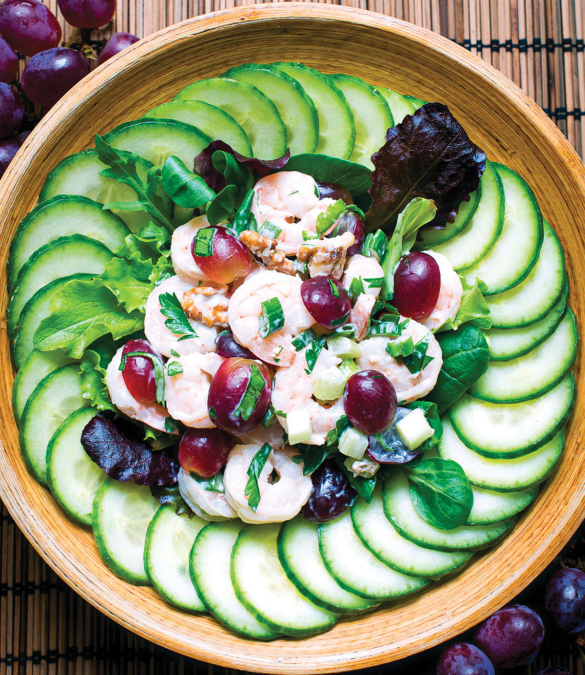 shrimp salad with grapes and cucumbers