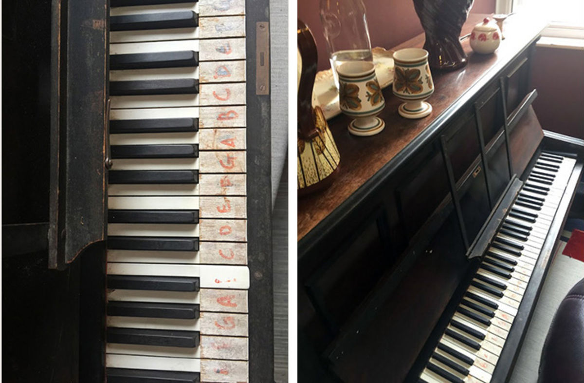 the piano in the Union Coffee House