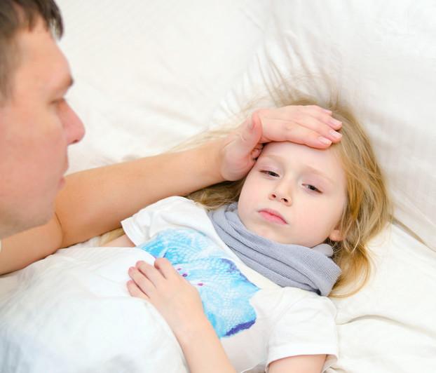Jente med feber - Foto-Irina Zholudeva-Shutterstock- com