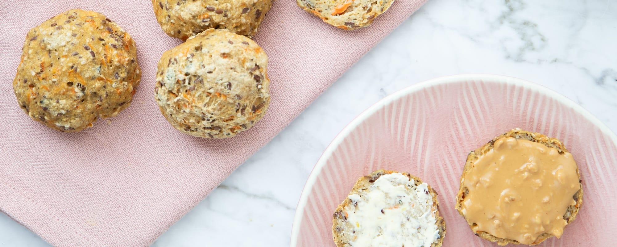Glutenfrie, koldhævede boller med gulerod