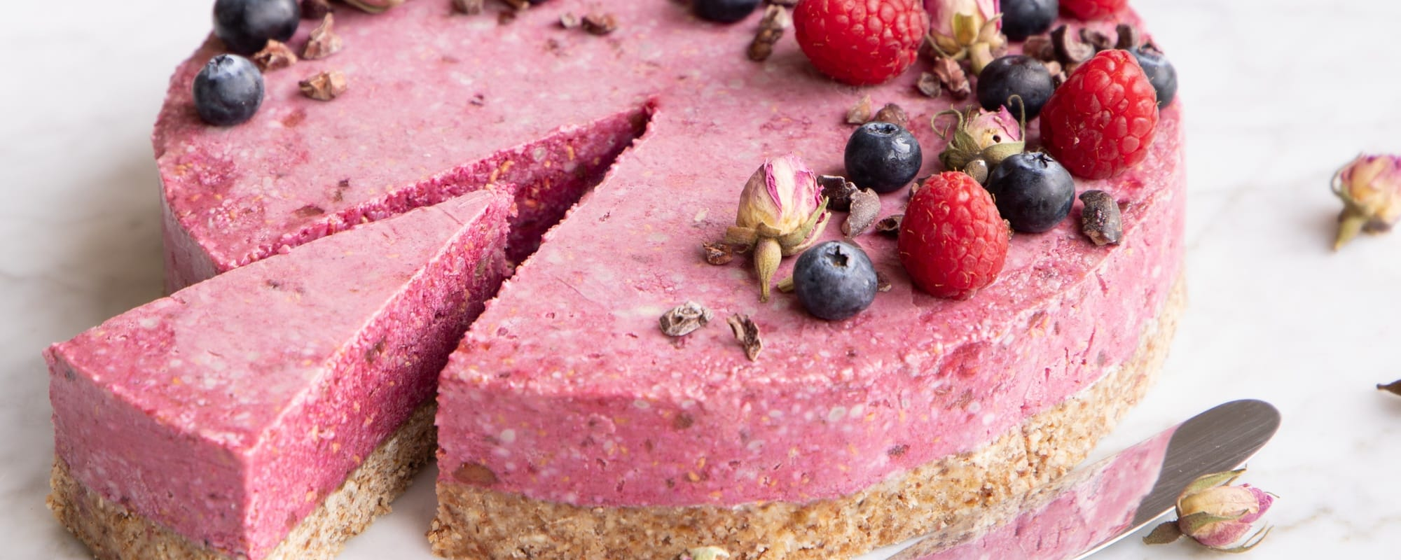Raw hindbærcheesecake