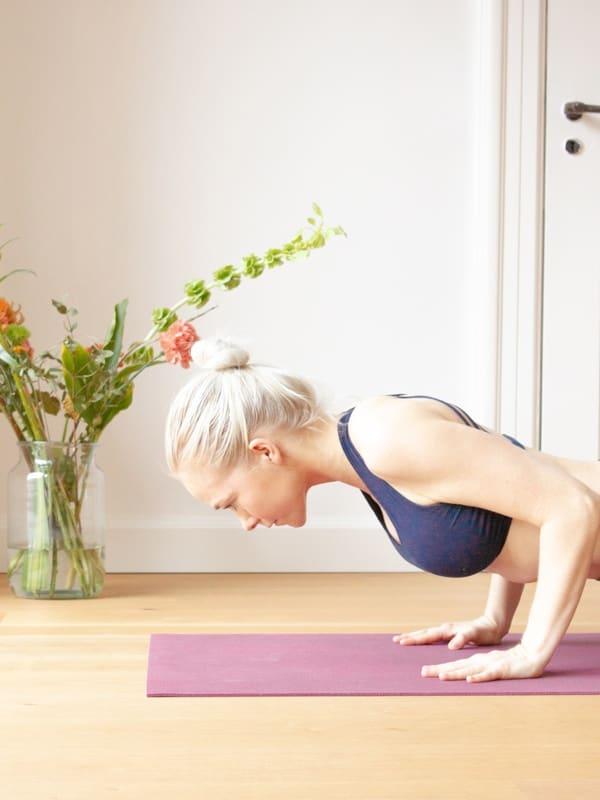 Skab en vedvarende yogapraksis derhjemme