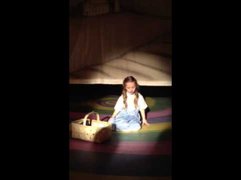 5 year old Dorothy (Calli Jennings) Sings Over the Rainbow in Wizard of Oz Play (Kids Acting Production)