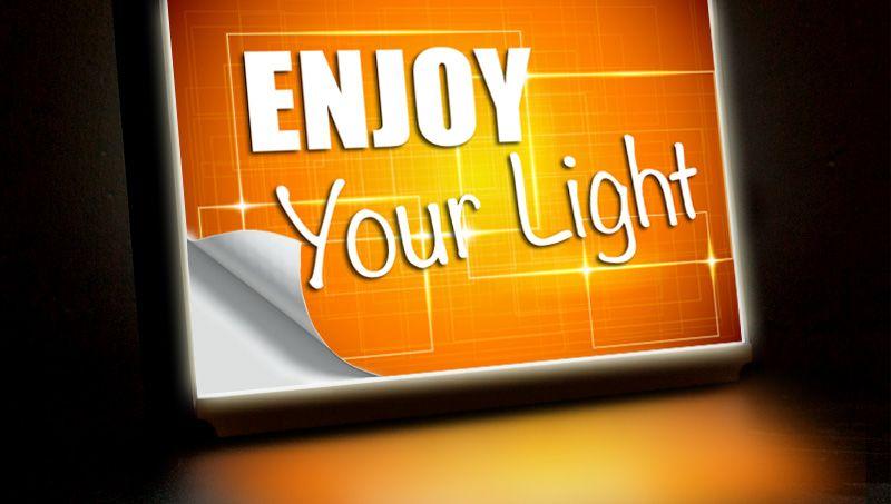 adesivo traslucente per targhe luminose