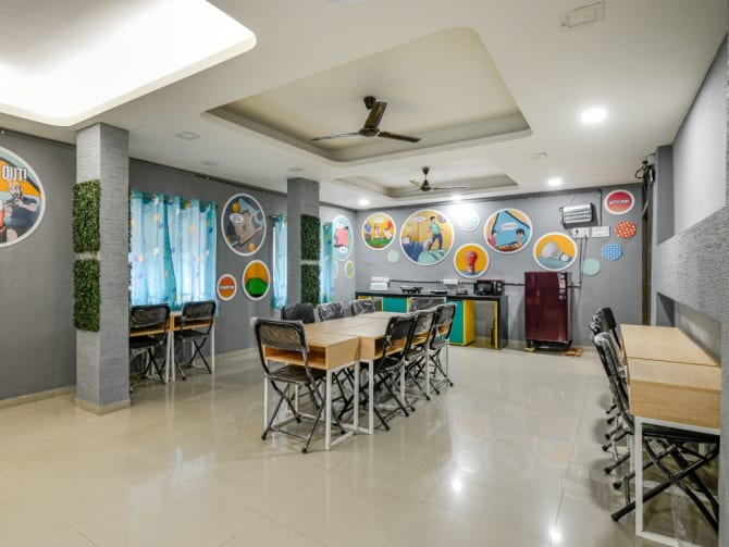 Paying guest with food in Vadodara