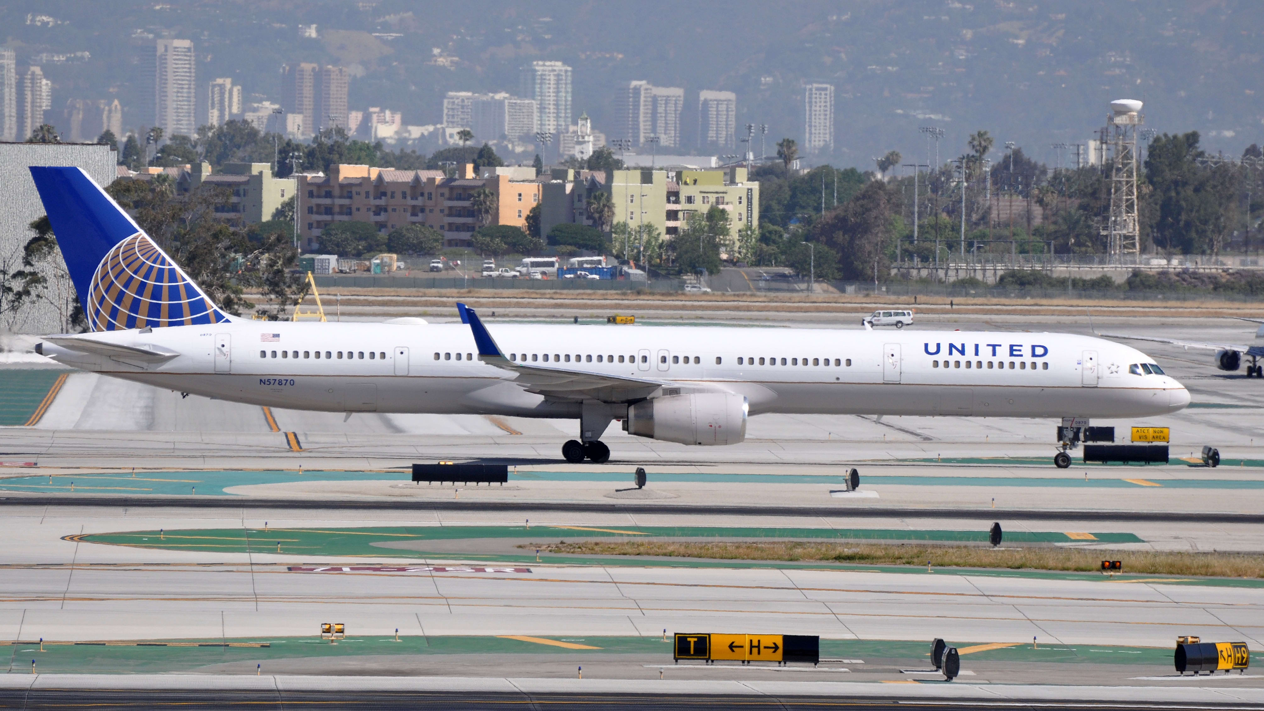Boeing 757-33N(WL)