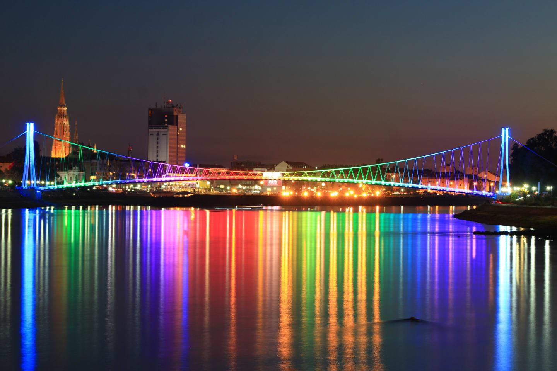 Pedestrian bridge in Osijek by night.