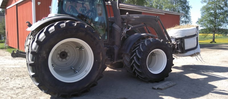 Valtra tractors become more unique with STARCO dual wheels