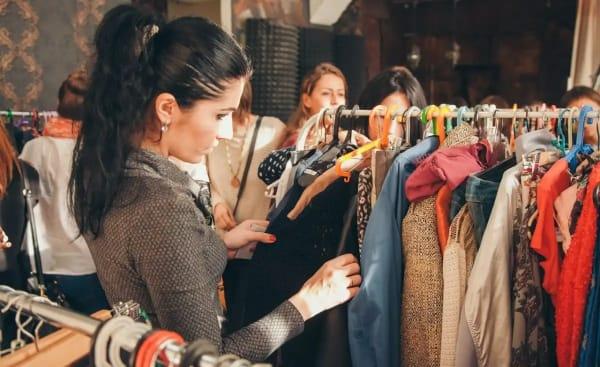 Где можно взять вещи бесплатно (или отдать свои) и что это за модное движение «СВОП»